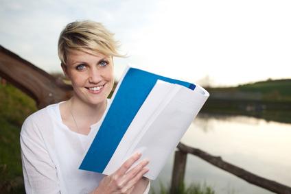 Zahlreiche Unterlagen sind viele Gründe für eine gute Tasche während des Studiums